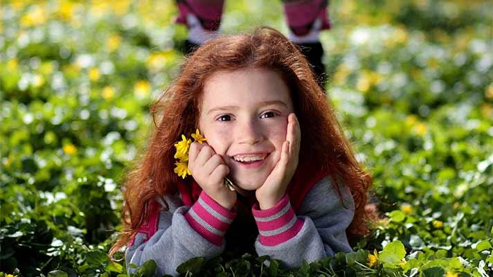 微笑む女の子